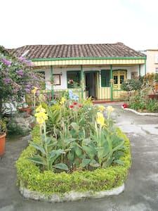 ROOMS IN BEAUTIFUL COLONIAL HOUSE - Calarcá