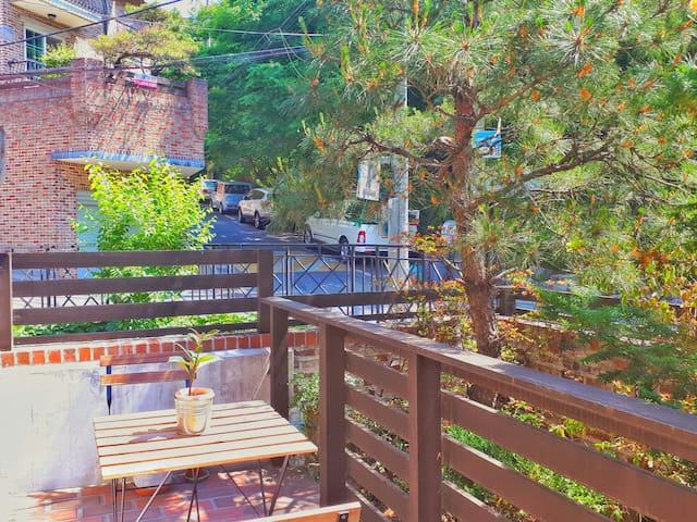 Lovely studio with terrace in Gangnam(ENG/中文/한국어)