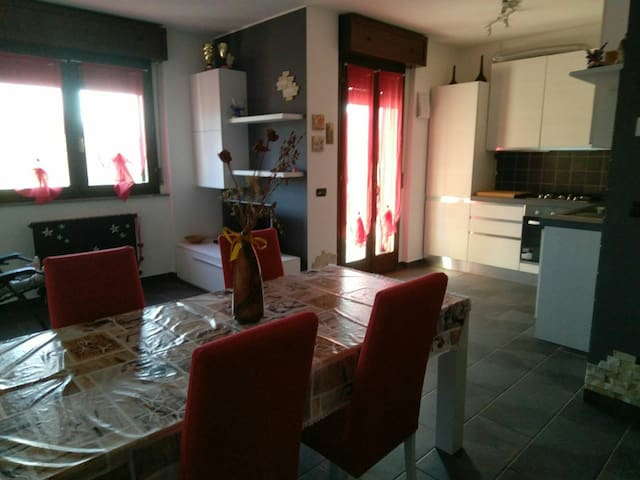 GIULIA'S HOME-A 2 PASSI DA RHO/MILANO FIERA,ARESE.