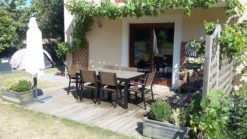 Jolie maison avec jardin, au calme, près du lac - Talloires - Casa