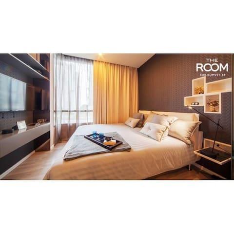 Cozy Designer Bed Room King size bed