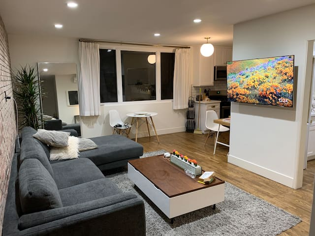 Beautiful apt in the heart of West Hollywood