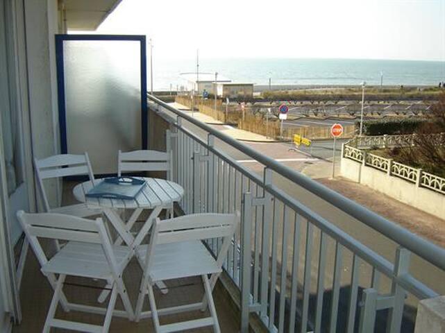 Appartement latérale  vue mer
