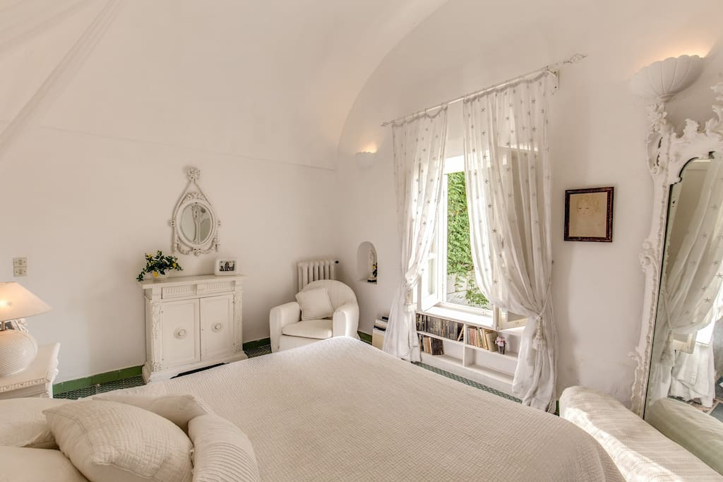 Cozy and luminous bedroom with queen size bed and lots of charm!