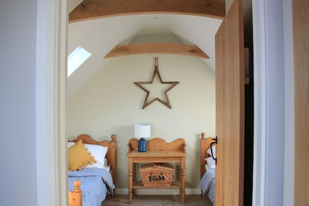 2 bedroom charming and luxury retreat on our farm