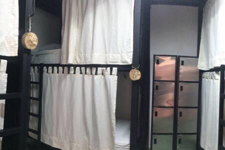 La Chulada Hostal Dormitorio De los Ojos