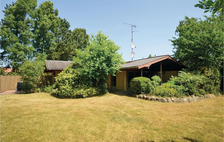 Holiday cottage with 3 bedrooms on 93m² in Væggerløse