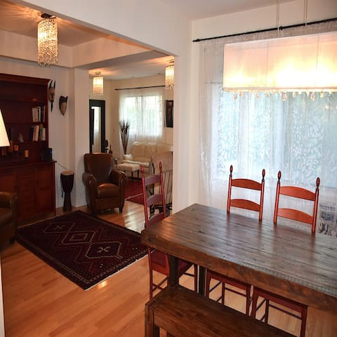 Spacious and Modern home in the heart of Montreal. - มอนทรีออล - บ้าน