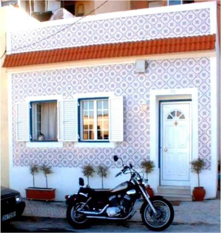 SWEET HOME IN LISBON  WITH FREE PARKING