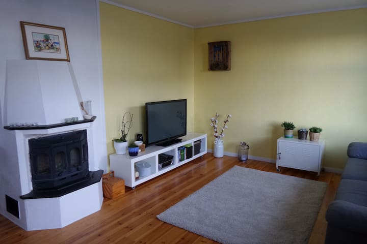 Cozy apartment in local historical area - Salhus - Appartement