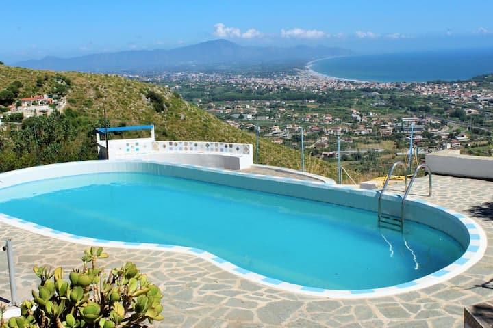 casa mediterranea superpanoramica con piscina