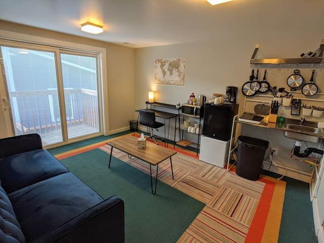 Vibrant & Cozy Suite Near Inner City Light Rail!