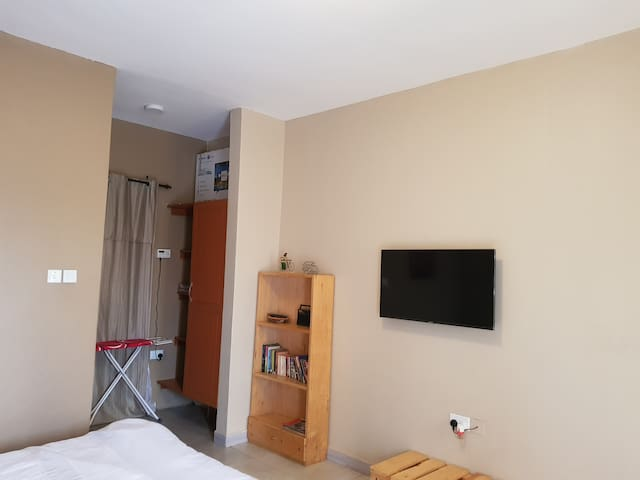 Modern Studio Apartment in Kampala with Fast Wifi.