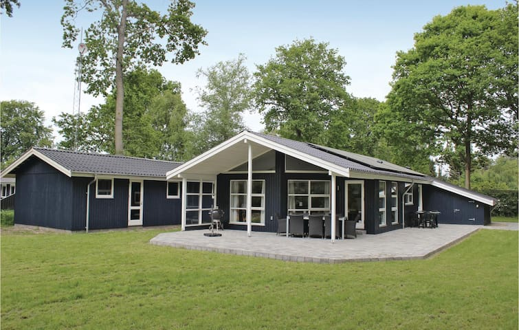 Holiday cottage with 3 bedrooms on 96m² in Glesborg