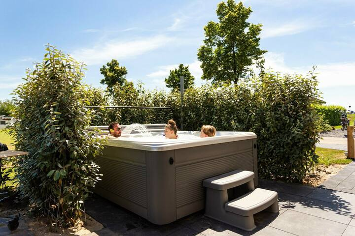 DL Deluxe 4 persoons Jacuzzi