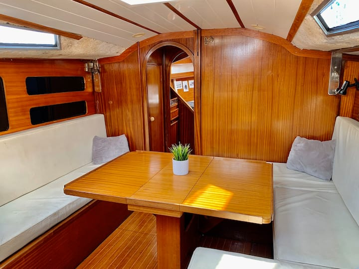 Unique & Spacious Sailboat BCN (Beside the beach)