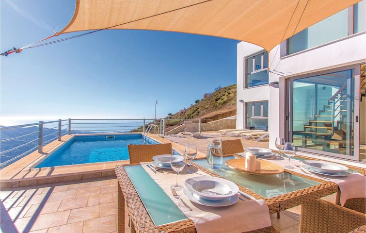 Stunning home in Cómpeta with WiFi and 4 Bedrooms