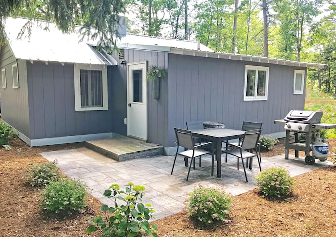 Charming, Fully Updated Cottage in Downtown Glen Arbor - Acc 6!