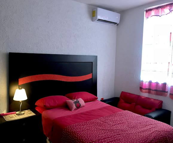 CASA INN: Comfy room, AC, WiFi, airport shuttle.