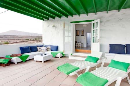 Casa canaria con vistas al mar. - Tías - Casa