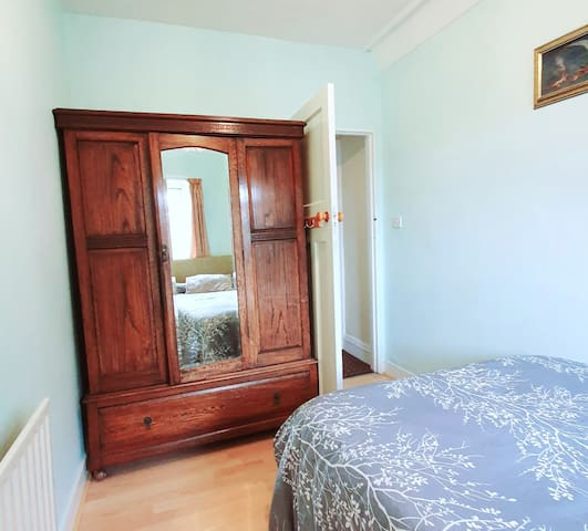 A cosy room in Roundhay, easy access to Leeds