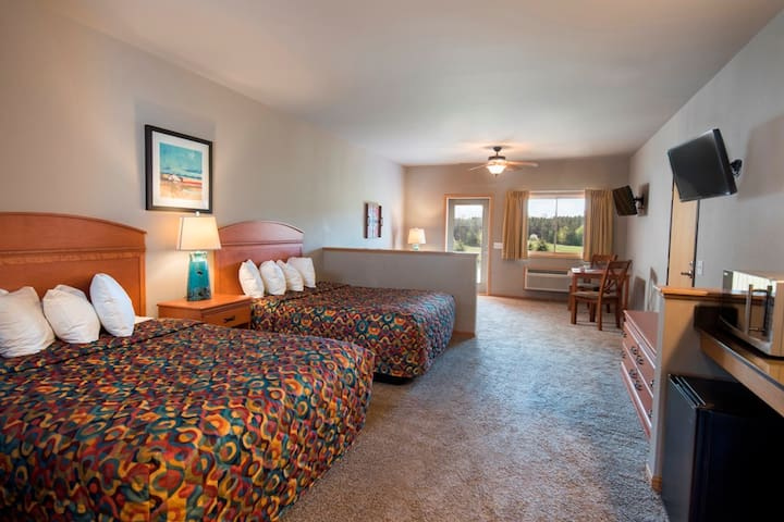 Spacious Hotel Rooms @ Spring Brook Resort   Stunning View of Golf Course