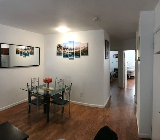 Spacious 2 bdrm -1 block to train, 12 mins to city