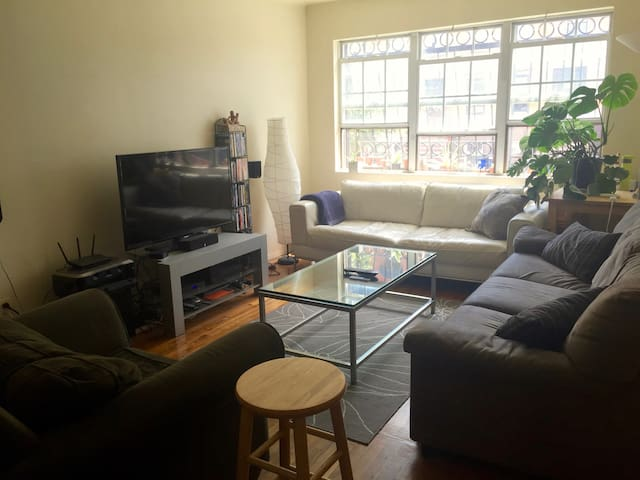 Big Private Bedroom in Williamsburg Townhouse - Brooklyn - Apartment