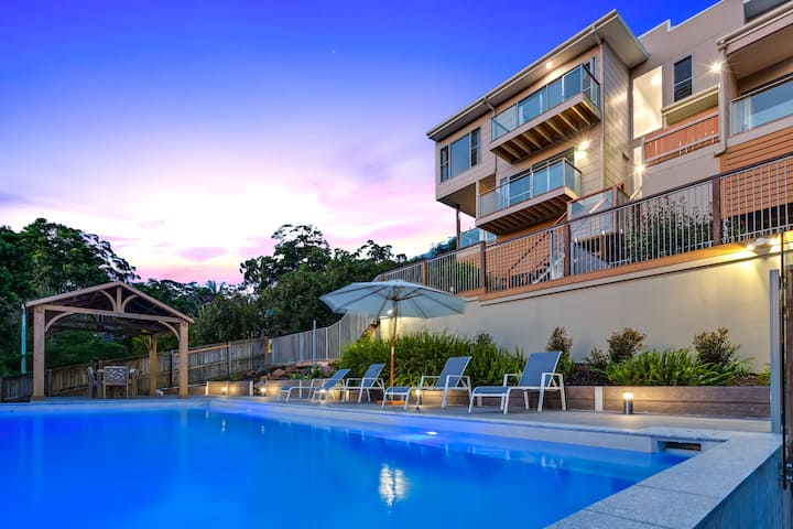 One bedroom with sunset views with hottub and pool