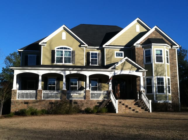Master Week '20 - Sleeps 12 - 5000s.f. on 12 acres