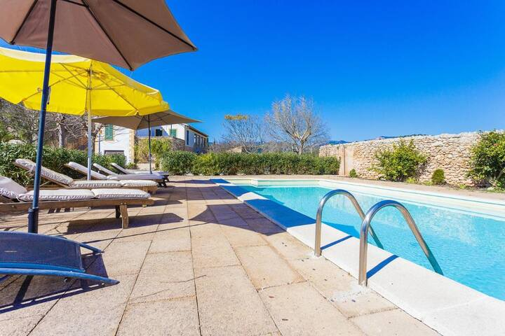 Villa in Consell with private pool, air conditioning and Wifi