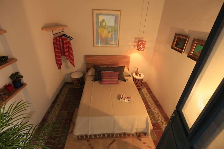 Cozy Room 4  in Villa Calavera-Casa Blanco - Гвадалахара - Гостевой дом