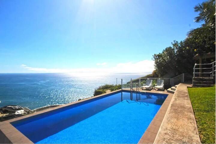 Ocean Palms Villa in Madeira