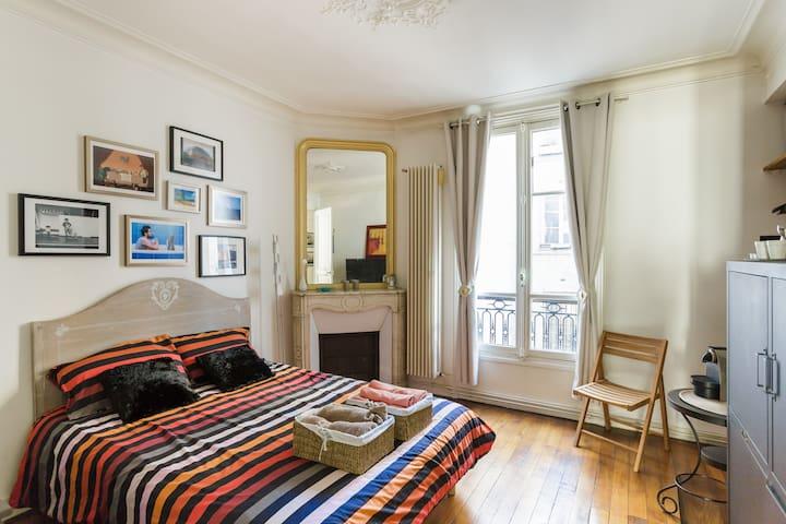 Private bedroom - Heart of Paris - Le Marais