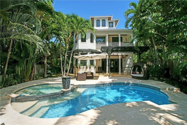 Gated Waterfront home in Fort Lauderdale!