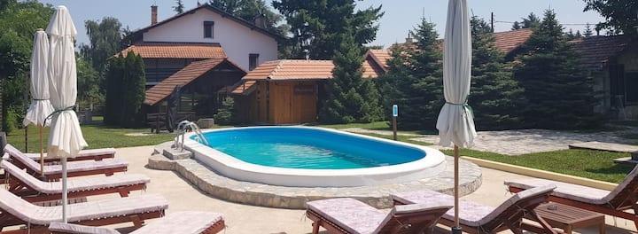 Villa Santa Cruz, Fruška Gora / Sremski Karlovci