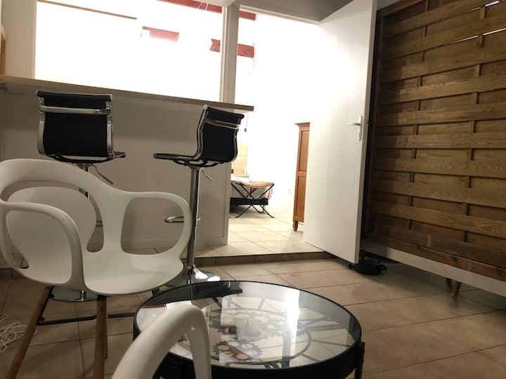 Studio LE 104 plage à 50 m patio douche extérieur