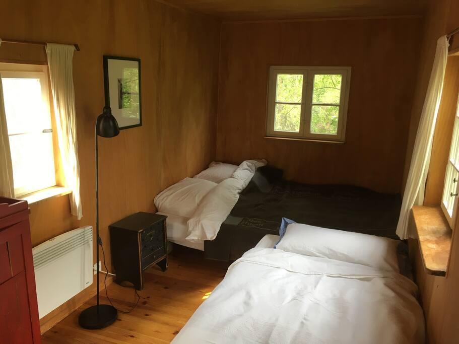 Doppelbett und Einzelbett