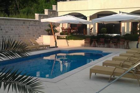 Beautiful Seaside Apartments - Kotor