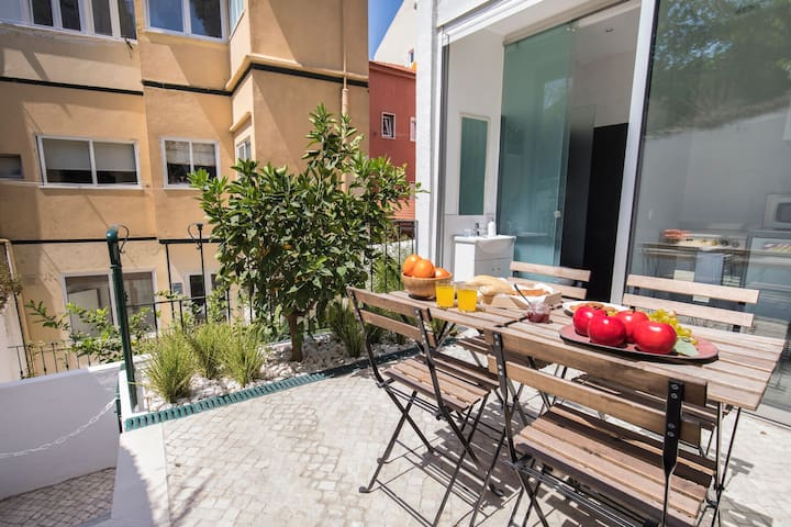A love terrace - perfect for breakfasts in the sun!