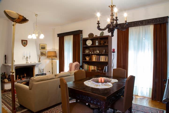 Antigone's place, A vintage style house