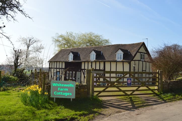 Sparrows Nest Cottage, Cradley Nr Malvern WR135JR
