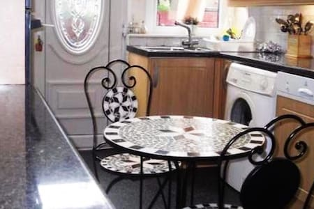 Lovely, Spacious  5 Bed House- Salford - 索尔福德(Salford) - 独立屋