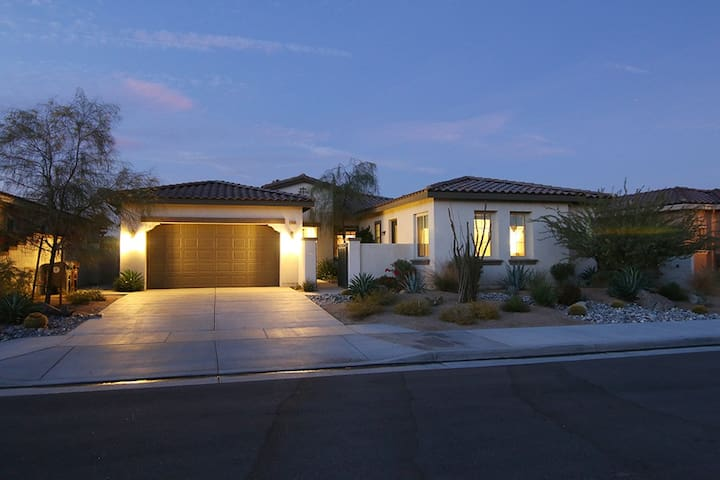 GORGEOUS NEW HOME POOL, JACUZZI, CASSITA - Palm Desert - House