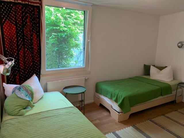 Gästehaus Schlafzimmer zwei Einzelbetten