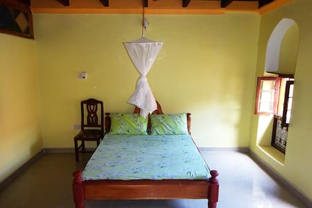 Spacious room in renovated traditional house - Zanzibar - Appartement