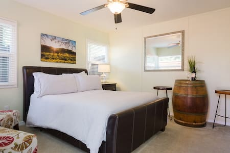 Downtown Napa Cottage Guesthouse (VR17-0025)