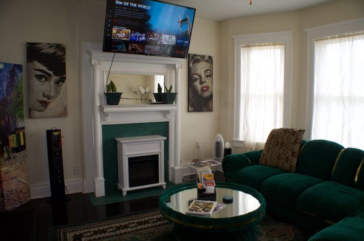 Walkable to all Stadiums—1BR/1BA High End Condo