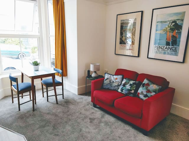 Funky boutique flat in Victorian townhouse