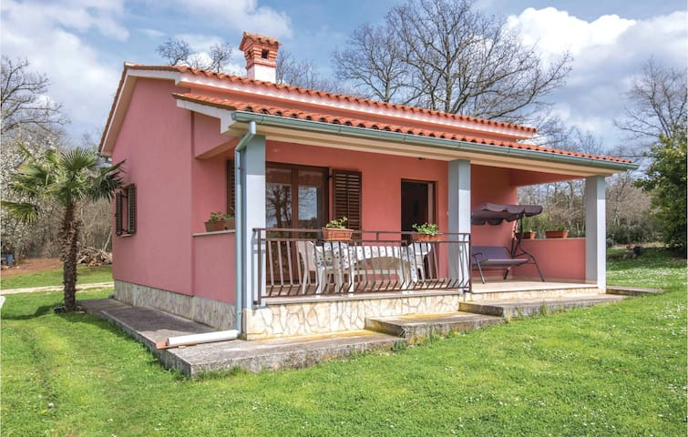 Holiday cottage with 1 bedroom on 48m² in Bateli
